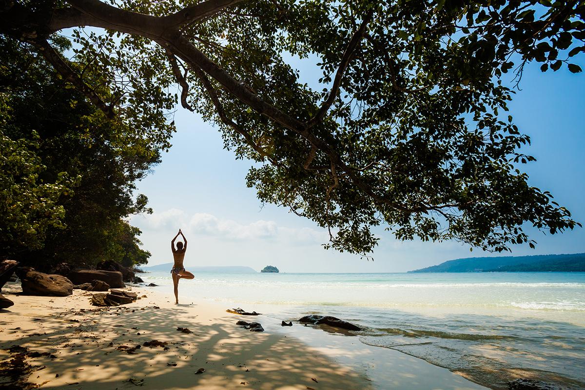 zdjecia jogi na plazy fotografia slask 01 Egzotyczna sesja jogi   fotografia reklamowa
