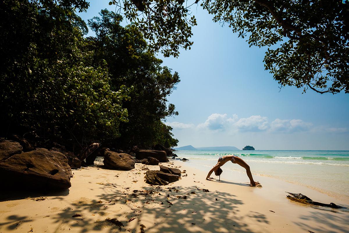 zdjecia jogi na plazy fotografia slask 03 Egzotyczna sesja jogi   fotografia reklamowa