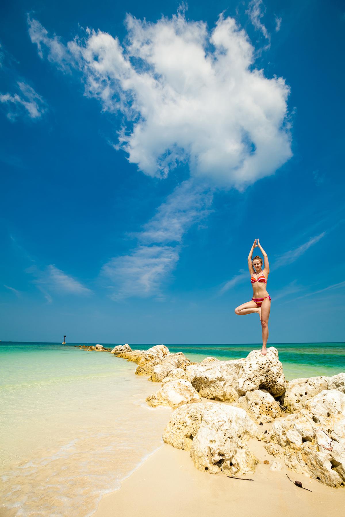 zdjecia jogi na plazy fotografia slask 04 Egzotyczna sesja jogi   fotografia reklamowa